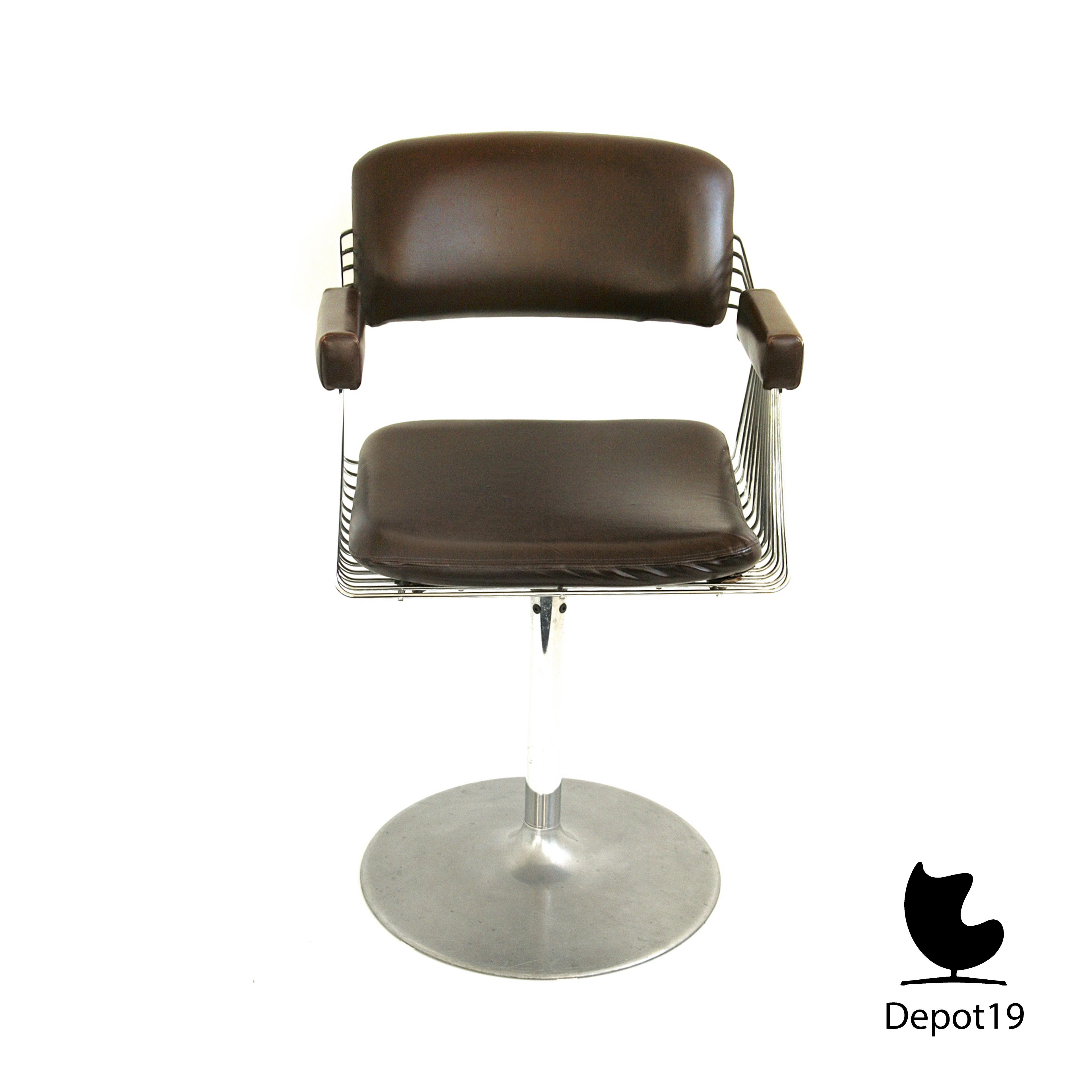 Rudi_Verelst_Delta_wire_chair_Novalux_depot_19_3
