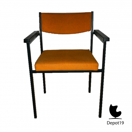 Martin_Visser_Stackable_chairs_with_arms_spectrum__depot_19_olst_4.jpg