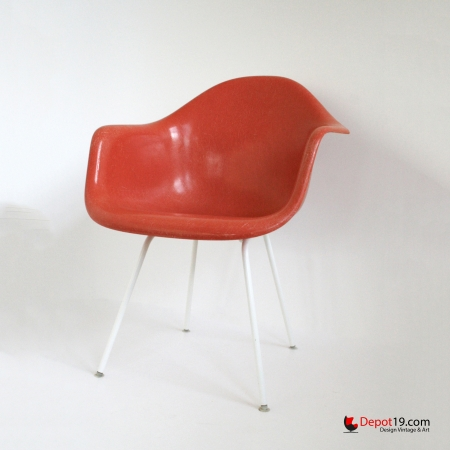 Vintage_Eames_DAX_chair_white_frame_orange_shell_Herman_miller_Fehlbaum_vitra_originals_depot_19_depot19_Olst_3.jpg