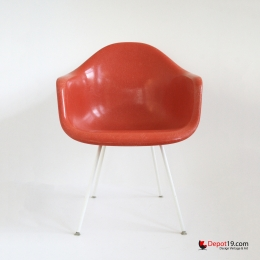 Vintage_Eames_DAX_chair_white_frame_orange_shell_Herman_miller_Fehlbaum_vitra_originals_depot_19_depot19_Olst_1.jpg