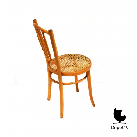 Michael_Thonet_1890_spindle_back_chair_beech_depot19__2.JPG