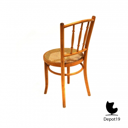 Michael_Thonet_1890_spindle_back_chair_beech_depot19__1.JPG
