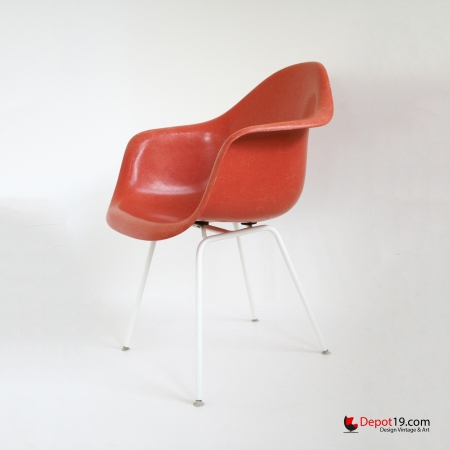 Vintage_Eames_DAX_chair_white_frame_orange_shell_Herman_miller_Fehlbaum_vitra_originals_depot_19_depot19_Olst_2.jpg