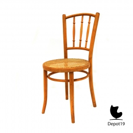 Michael_Thonet_1890_spindle_back_chair_beech_depot19_7.jpg