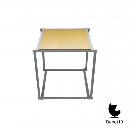 TM61_Table__Pastoe_Radboud_van_Beekum_design_White_frame_Rietveld_colors.jpg